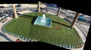 Fuente acceso,  juego-de-agua-y-Dichondra repens
